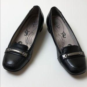 Life Stride Slip-on Black Loafers women 6.5